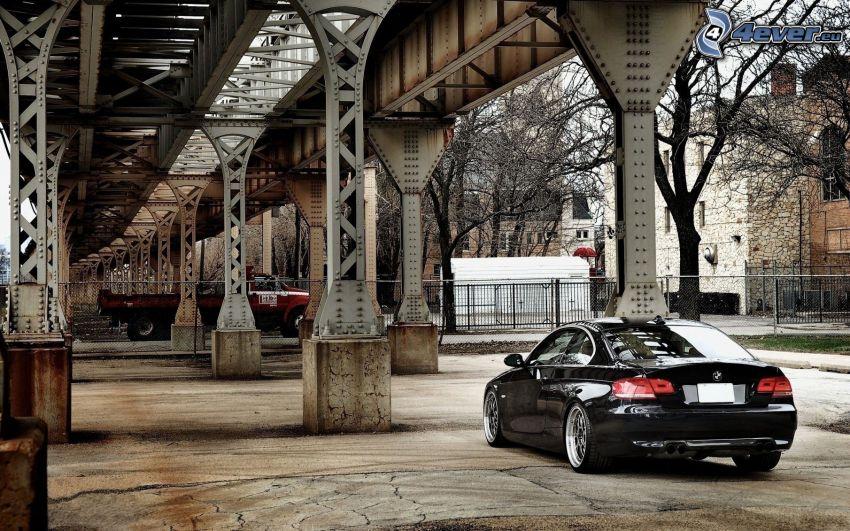 BMW E92, sous le pont, pont de fer