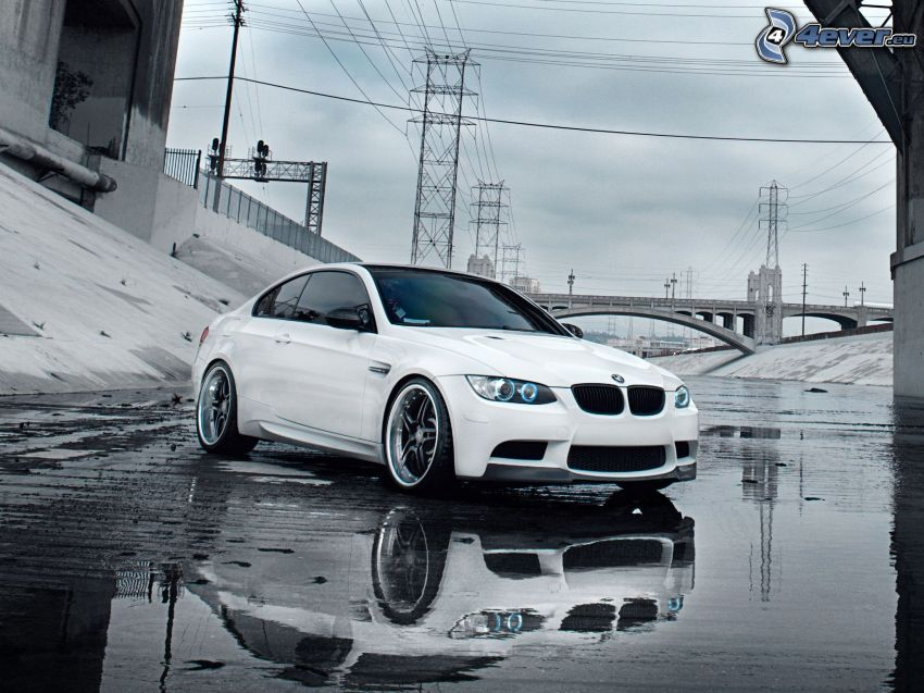 BMW M3, le câblage électrique, éclaboussure, pont