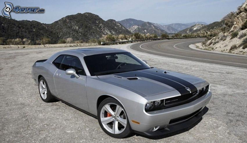 Dodge Challenger, collines, tournant