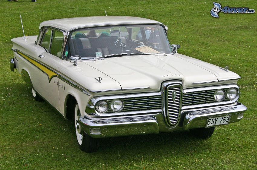 Edsel Corsair, automobile de collection, pelouse
