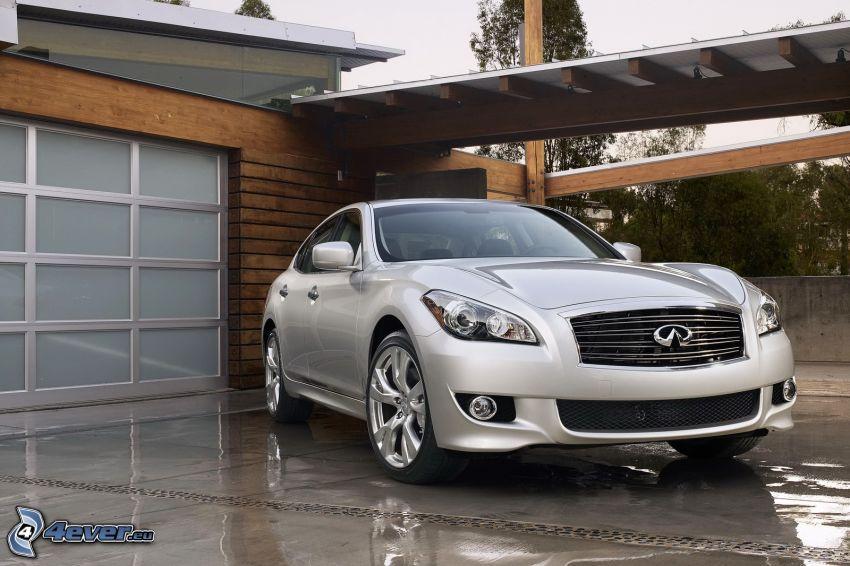 Infiniti M, garage