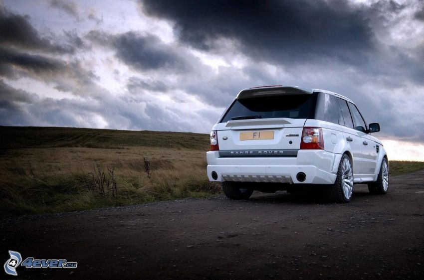 Range Rover, champ, nuages sombres
