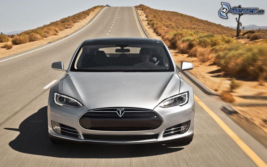 Tesla Model S, voiture électrique, route droite