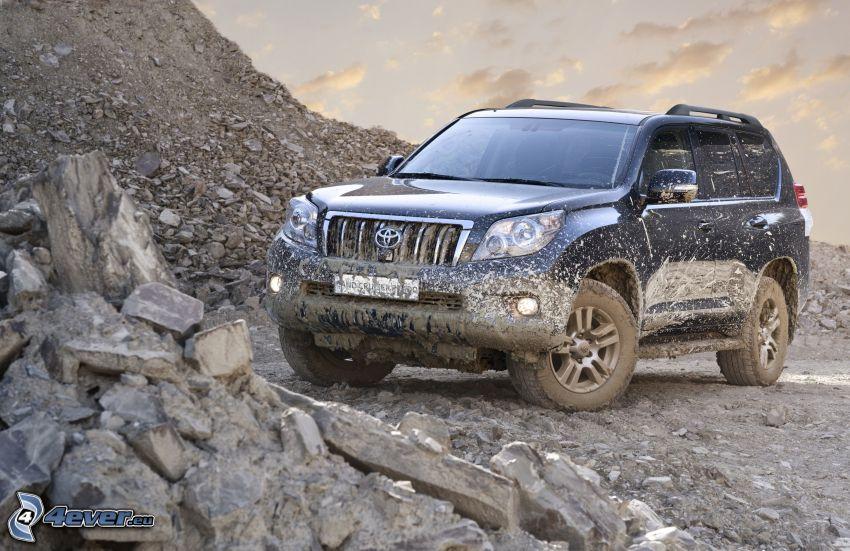 Toyota Land Cruiser, pierres, boue