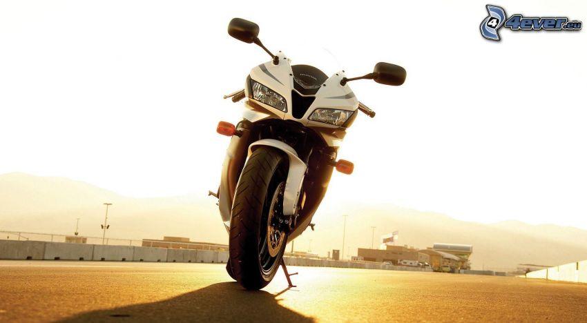 Honda CBR, coucher du soleil
