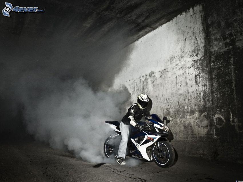 Suzuki GSX-R1000, burnout, fumée