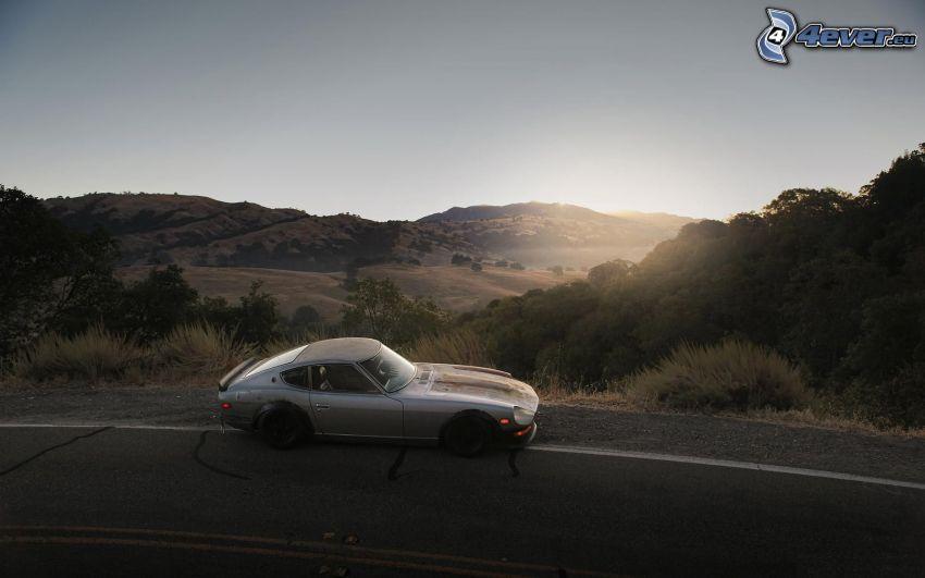 Nissan Datsun 240Z, automobile de collection, route, collines