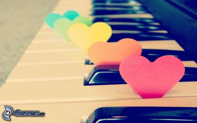 cuore di carta, cuori colorati, piano