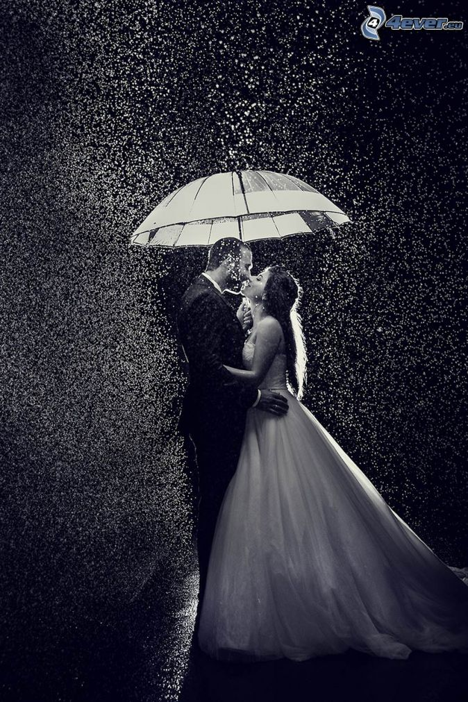 Coppia sotto la pioggia for Sotto la pioggia ombrelli