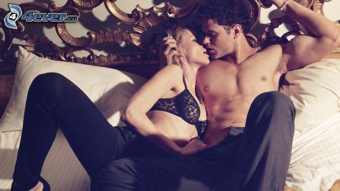 coppia su letto