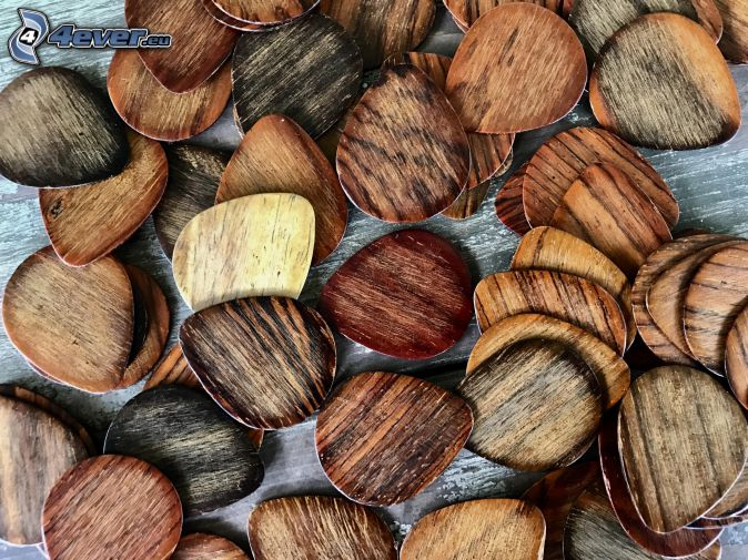 plettri, legno
