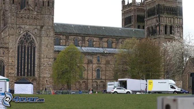 Cattedrale di Durham, auto van, alberi