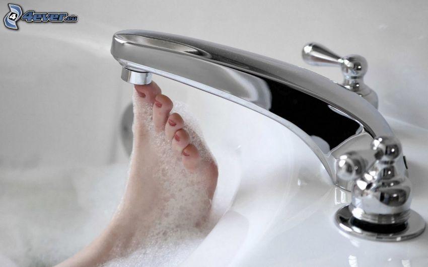 bagno, rubinetto, piede