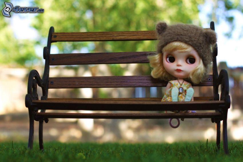 bambola, panchina