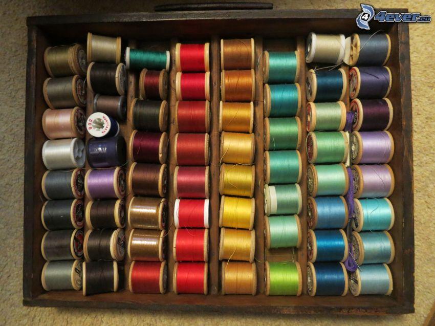 fili colorati, scatola