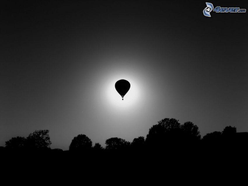 palloncino, siluette di alberi, eclissi