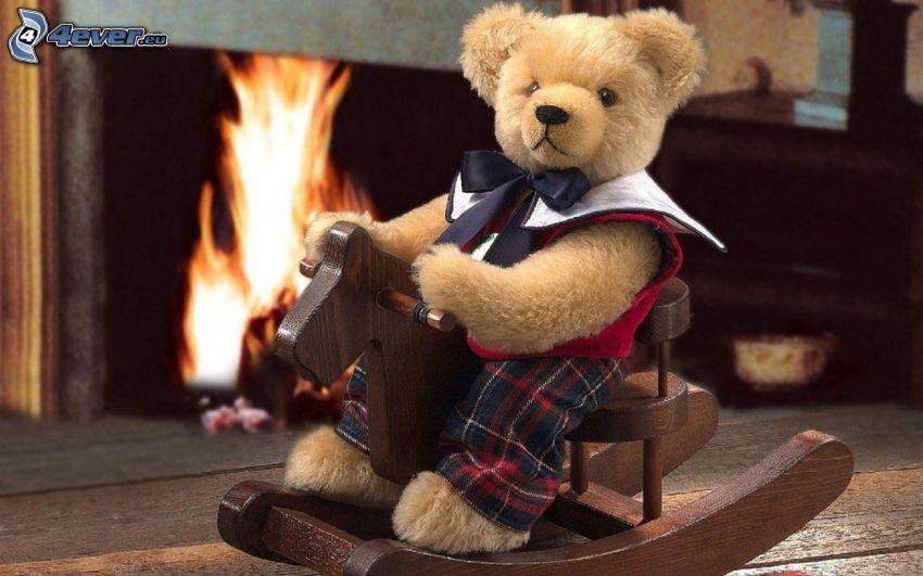 peluche teddy bear, cavallo a dondolo, camino, fuoco