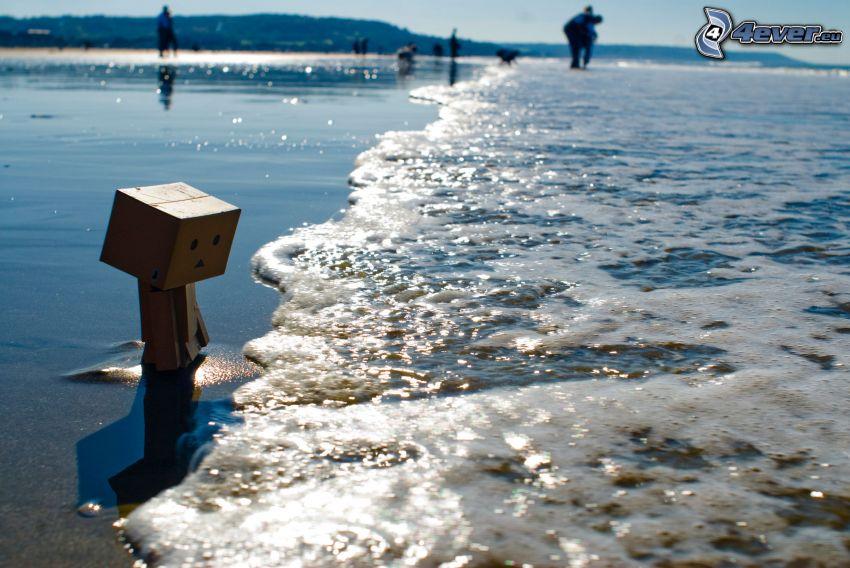 robot di carta, spiaggia, mare