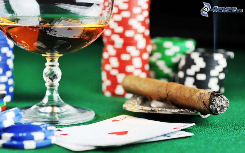 sigaro, poker, fiches, whisky