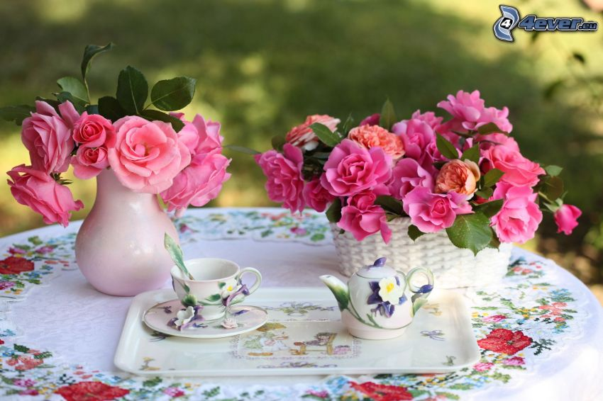 tè, fiori rossi, fiori in un vaso