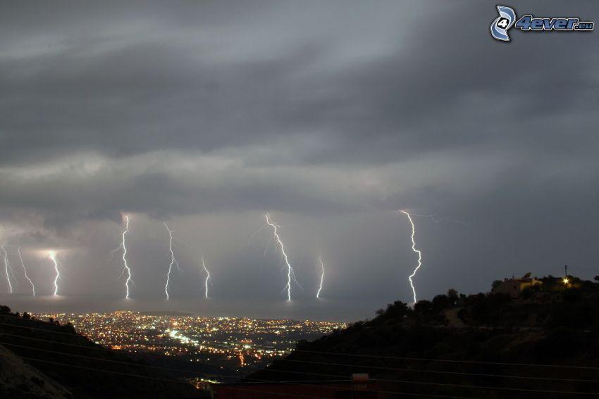 tempesta, fulmini, città