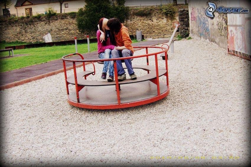 bacio, carosello, parco giochi, amore
