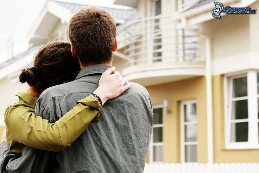 coppia, abbraccio, casa