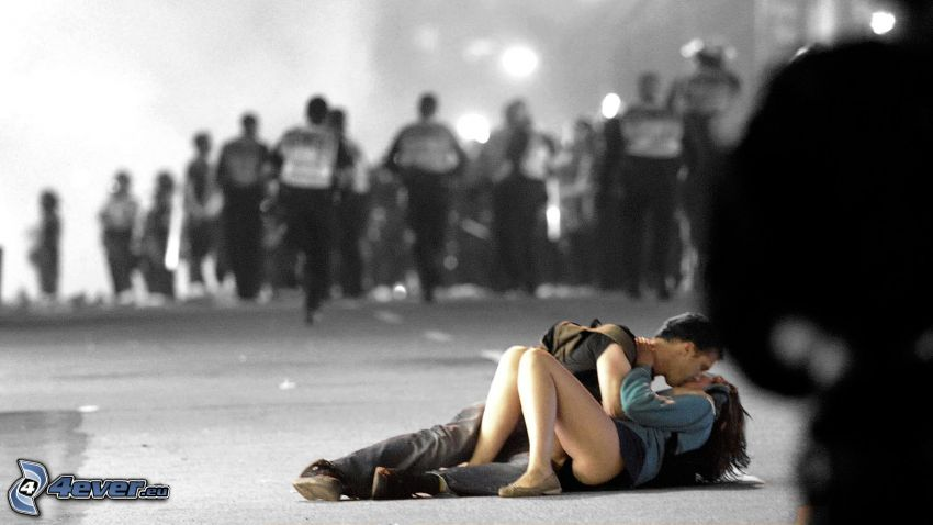 coppia, bacio, manifestazione