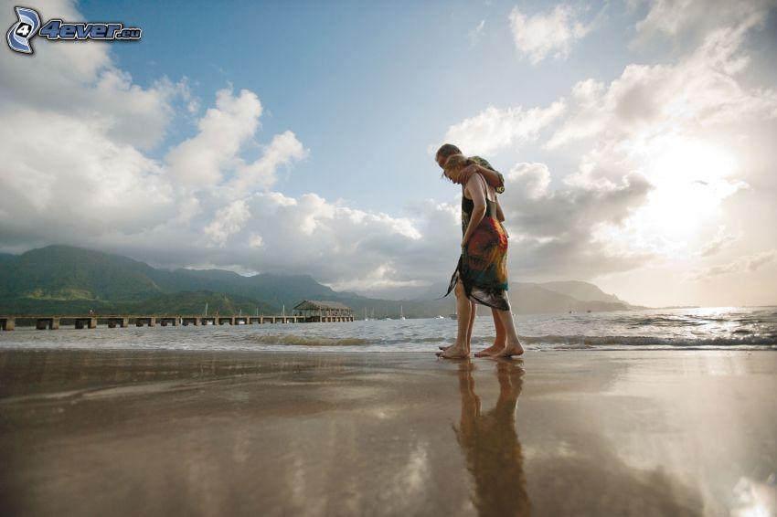 coppia al mare, montagna