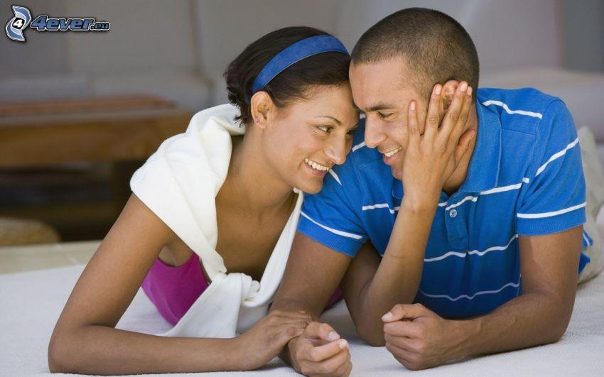coppia felice, letto