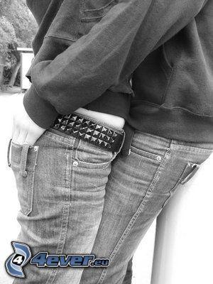 coppia in un abbraccio, amore, pantaloni