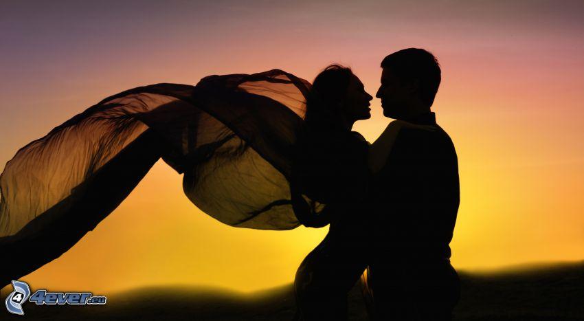 siluetta di una coppia, vento