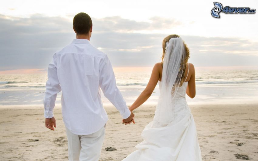 sposi, spiaggia sabbiosa, mare