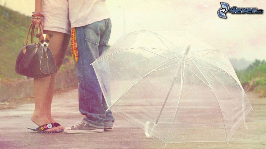 una coppia con ombrello