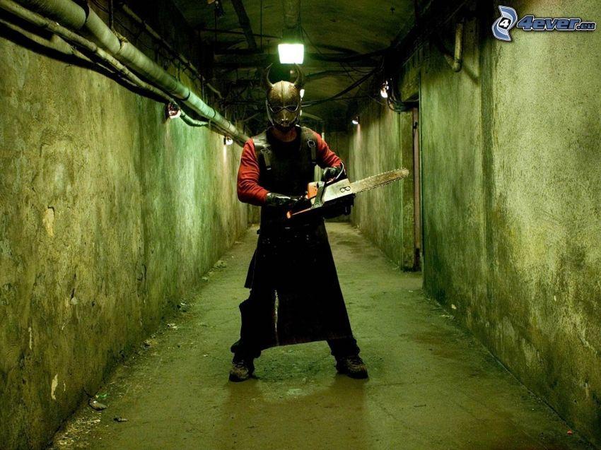 Hostel 3, uomo in maschera, motosega