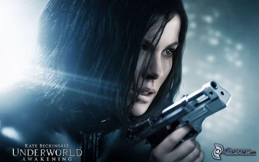 Underworld: Awakening, ragazza con una arma