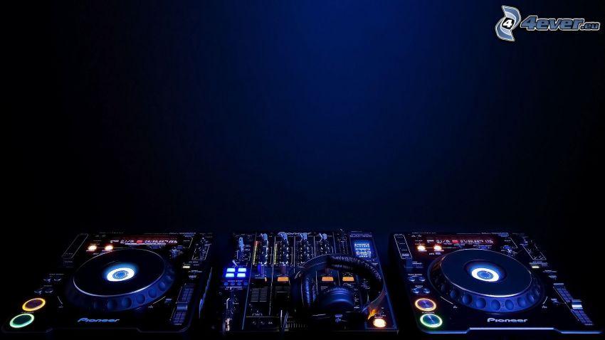 DJ console, cuffie