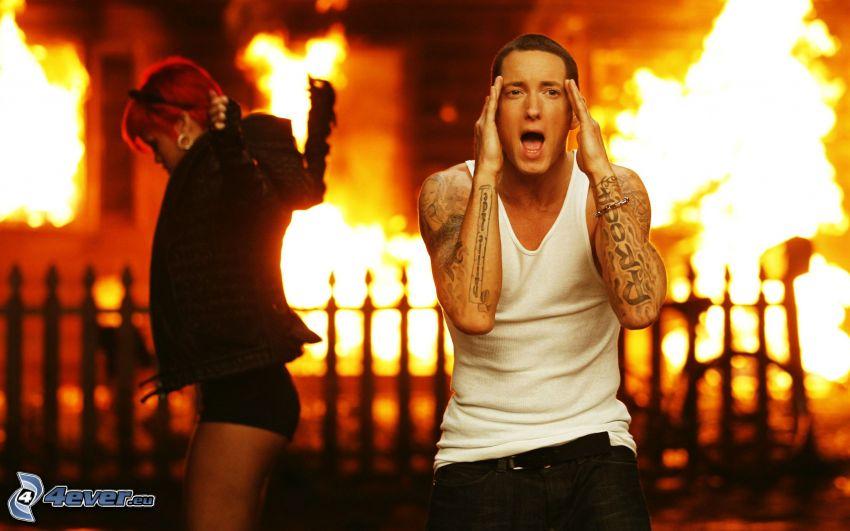 Eminem, Rihanna, fuoco