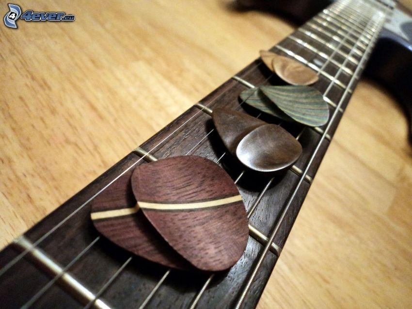 plettri, chitarra, corde