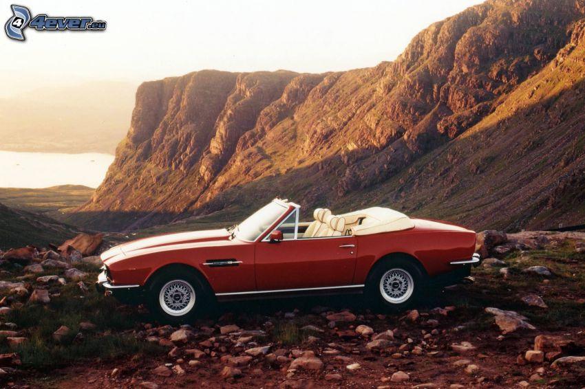 Aston Martin, cabriolet, veicolo d'epoca, collina rocciosa