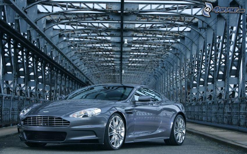 Aston Martin DBS, ponte di ferro