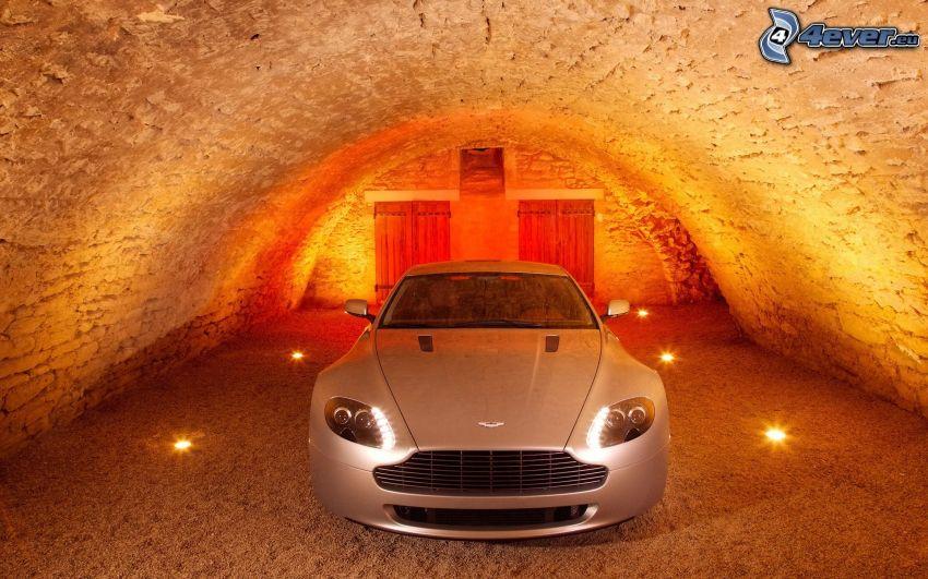 Aston Martin V8 Vantage, tunnel