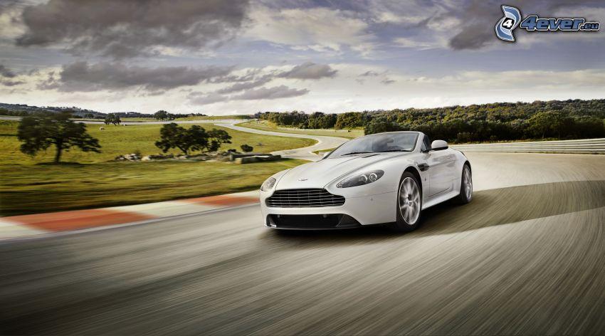 Aston Martin V8 Vantage, velocità, circuito da corsa
