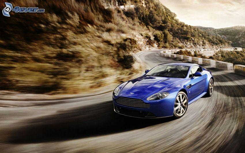 Aston Martin V8 Vantage, velocità, curva