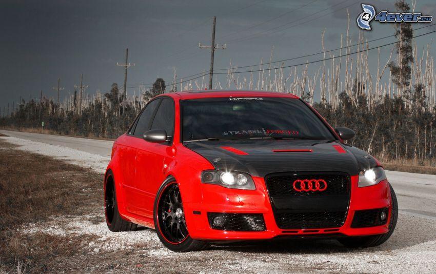 Audi RS4, strada, elettrodotto