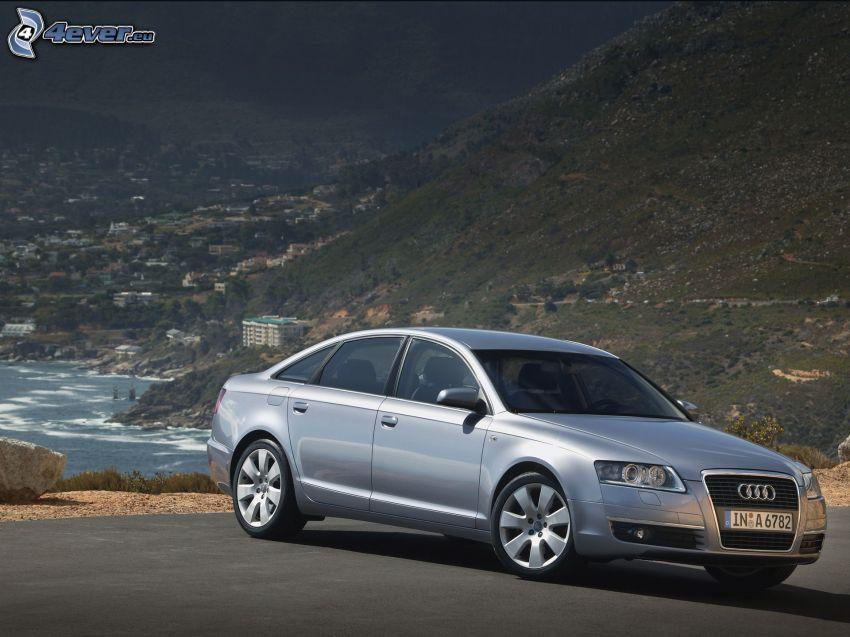 Audi S6, città costiera, collina