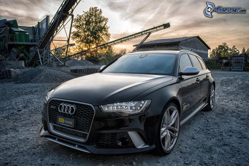 Audi S6, dopo il tramonto, cantiere