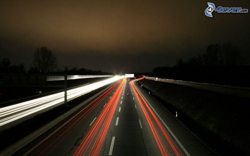 autostrada notturna, luci