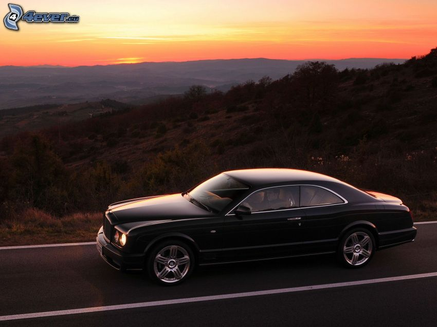 Bentley Brooklands, cielo di sera, montagna