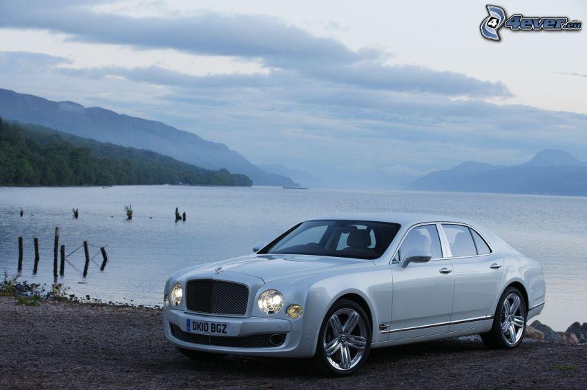 Bentley Mulsanne, lago, montagna